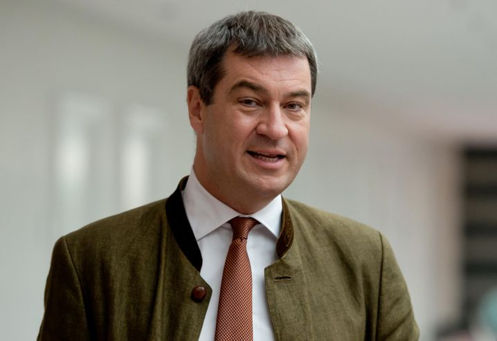 """ARCHIV- Der bayerische Finanzminister Markus Söder (CSU) kommt am 03.09.2015 in München (Bayern) zum Asylgipfel der Staatsregierung in die bayerische Staatskanzlei. Foto: Sven Hoppe/dpa (zu dpa """"Mehr Polizei, mehr Lehrer - Staatsregierung stockt Ausgaben auf"""" vom 01.10.2015) +++(c) dpa - Bildfunk+++"""