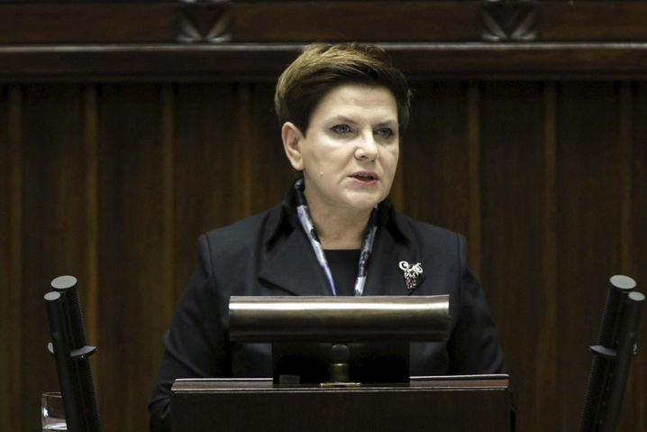 Poland's Prime Minister Beata Szydlo delivers a speech about her government plans at parliament in Warsaw, Poland November18, 2015. REUTERS/Slawomir Kaminskil/Agencja GazetaATTENTION EDITORS - THIS PICTURE WAS PROVIDED BY A THIRD PARTY. THIS PICTURE IS DISTRIBUTED EXACTLY AS RECEIVED BY REUTERS, AS A SERVICE TO CLIENTS. POLAND OUT. NO COMMERCIAL OR EDITORIAL SALES IN POLAND. - RTS7R67