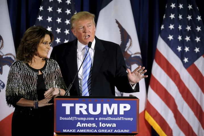 U.S. Republican presidential candidate Donald Trump (R) thanks the crowd after receiving Former Alaska Gov. Sarah Palin's endorsement at a rally at Iowa State University in Ames, Iowa January 19, 2016. REUTERS/Mark Kauzlarich TPX IMAGES OF THE DAY - RTX234YE
