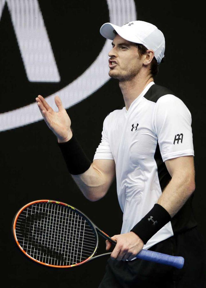 epa05128450 Andy Murray of Britain during his quarter final match against David Ferrer of Spain at the Australian Open tennis tournament in Melbourne, Australia, 27 January 2016. EPA/LYNN BO BO +++(c) dpa - Bildfunk+++