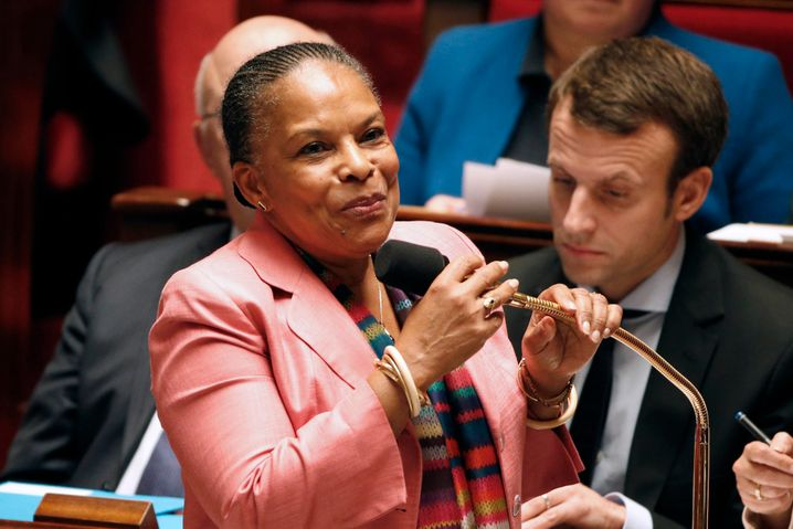 Justice Minister Christiane Taubira (L) attends the questions to the government session at the National Assembly in Paris, France, November 10, 2015. REUTERS/Charles Platiau - RTS6C7S