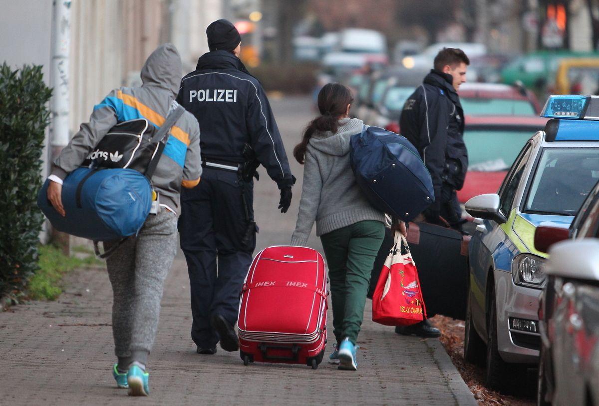 Fluechtlinge Abschiebung Dpa Sebastianwillnow
