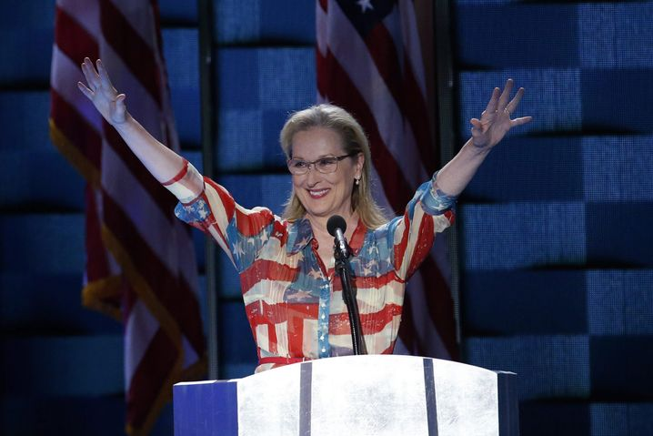 epa05442819 US actress Meryl Streep gestures prior to delivering remarks in the Wells Fargo Center on day 2 of the 2016 Democratic National Convention (DNC) in Philadelphia, Pennsylvania, USA, 26 July 2016. The four-day convention is expected to end with Hillary Clinton formally accepting the nomination of the Democratic Party as their presidential candidate in the 2016 election. EPA/SHAWN THEW +++(c) dpa - Bildfunk+++ |