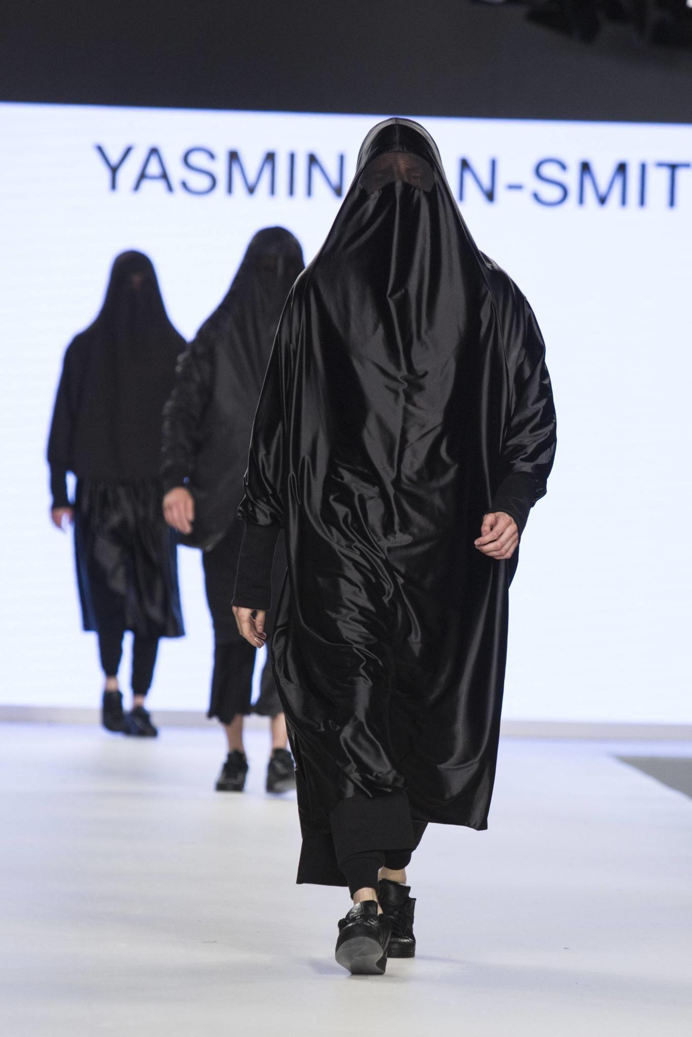Maenner In Burkas
