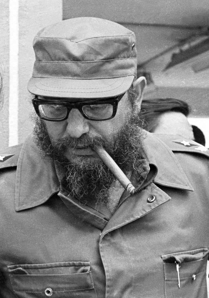 epa05647990 A picture made available 26 November 2016 shows Cuban president, Fidel Castro, during his visit to the industrial areas in Cienfuegos and Villa Clara in Cuba, 11 April 1978. Current Cuban president, Raul Castro, announced on 25 November 2016 his brother's death on Cuban state TV. Cuban former President Fidel Castro has died at the age of 90. EPA/ROGELIO MORE EDITORIAL USE ONLY/NO SALES +++(c) dpa - Bildfunk+++ |