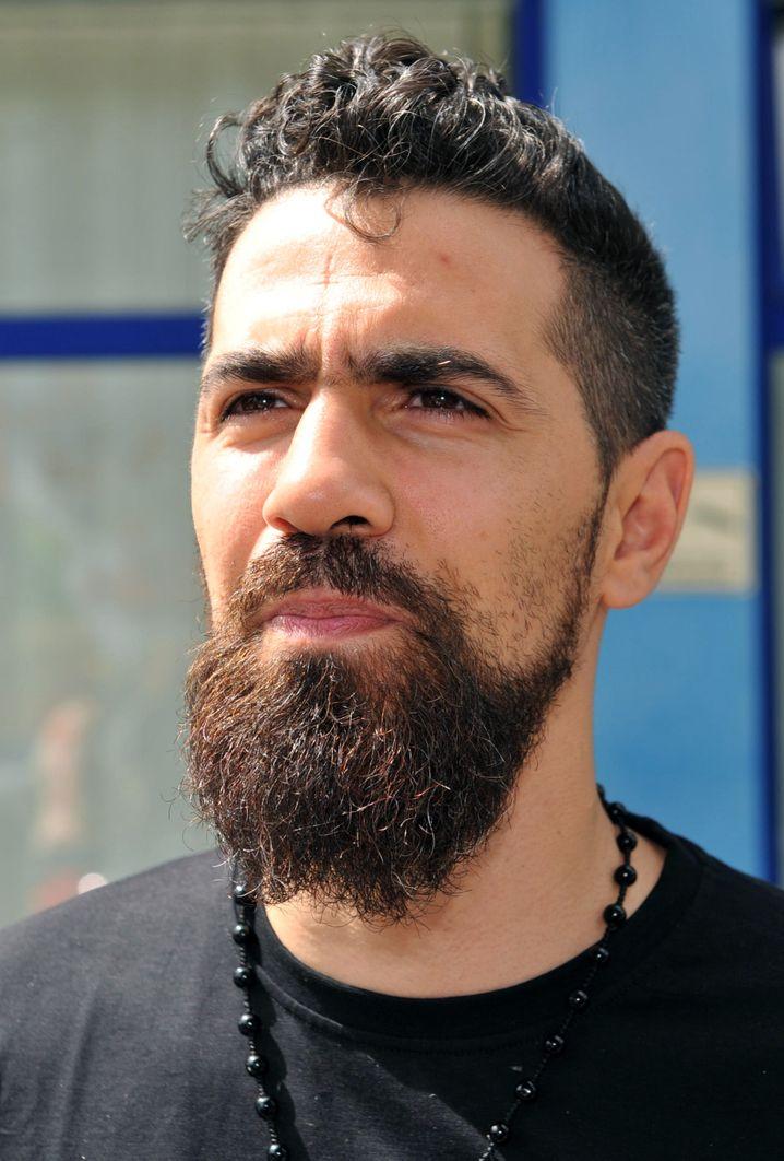ARCHIV - Rapper Bushido steht am 31.07.2013 in Berlin vor einem Büro seines Musiklabels. Foto: Paul Zinken/dpa (zu dpa «Rapper Bushido: Operation gut überstanden» am 14.01.2014) +++(c) dpa - Bildfunk+++ | Verwendung weltweit