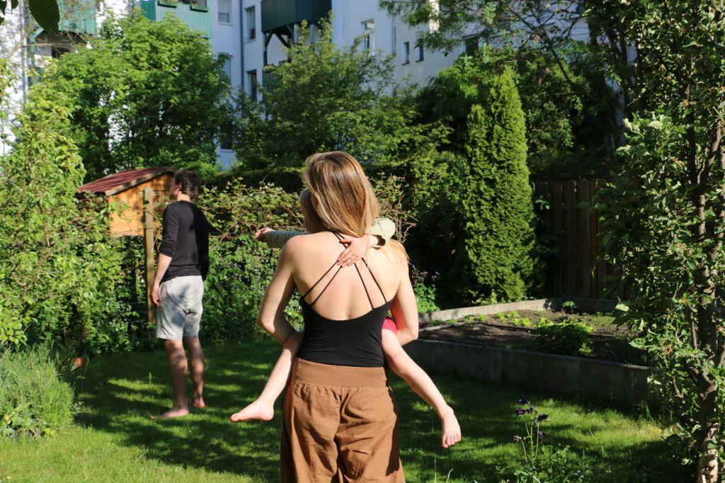 Milena Und Gregor Garten1