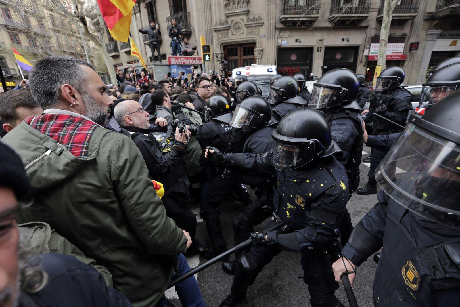 Barcelona Ausschreitungen Dpa