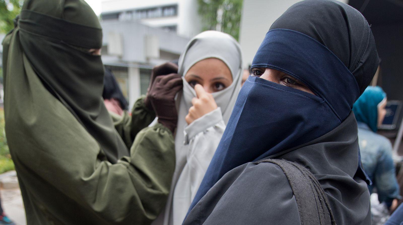 Twitter Islamistin Kopftuch Dpa