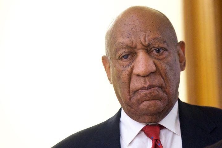 dpatopbilder - 26.04.2018, USA, Pennsylvania, Norristown:Schauspieler und Entertainer Bill Cosby nach dem Jury-Urteil des Montgomery County Bezirksgerichts. Cosby ist in seinem Prozess wegen sexueller Nötigung schuldig gesprochen worden. Foto: Mark Makela/Pool Getty Images North America/AP/dpa +++(c) dpa - Bildfunk+++ |