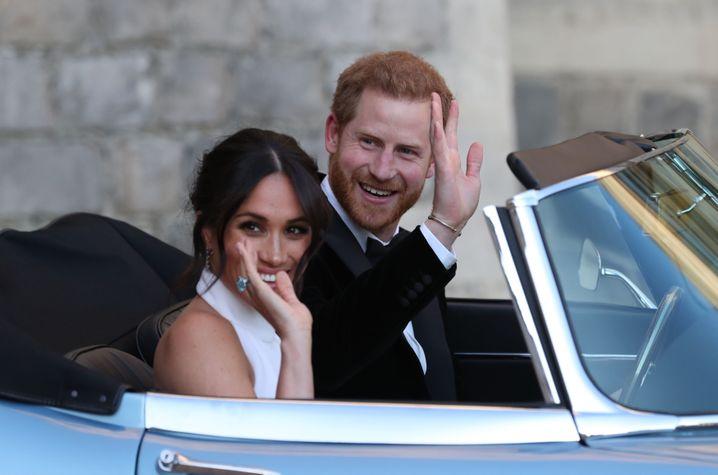 19.05.2018, Großbritannien, Windsor: Der britische Prinz Harry und seine Frau Meghan verlassen das Windsor Castle um zum Hochzeitsfest im Frogmore House am Abend zu fahren. Prinz Harry of Wales hat Meghan Markle geheiratet. Foto: Steve Parsons/PA Wire/dpa +++(c) dpa - Bildfunk+++  