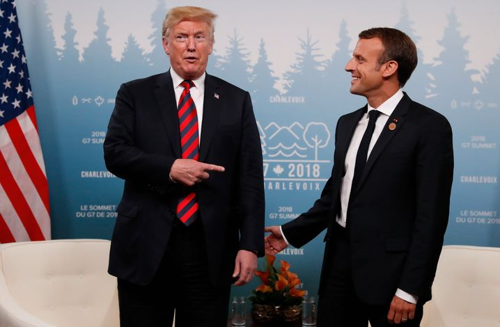 U.S. President Donald Trump points at France's President Emmanuel Macron during a bilateral meeting at the G7 Summit in in Charlevoix, Quebec, Canada, June 8, 2018. REUTERS/Leah Millis - HP1EE681QV766