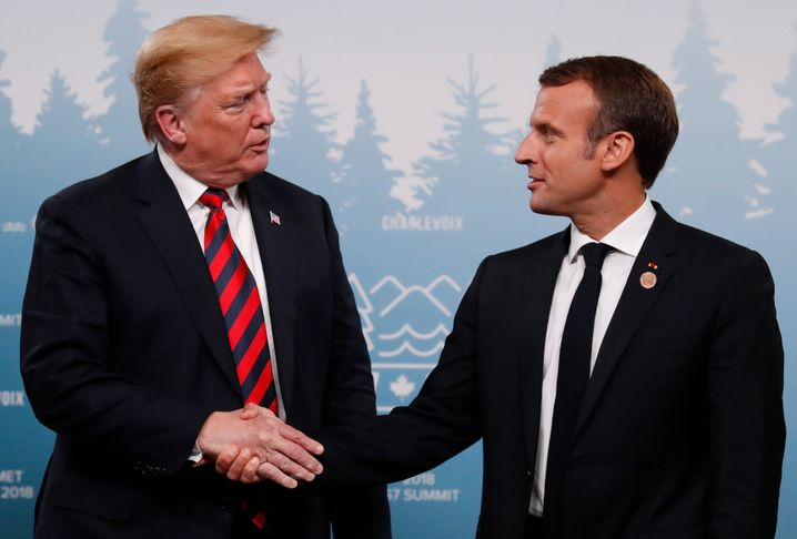 U.S. President Donald Trump shakes hands with France's President Emmanuel Macron during a bilateral meeting at the G7 Summit in in Charlevoix, Quebec, Canada, June 8, 2018. REUTERS/Leah Millis - HP1EE681QZA6A