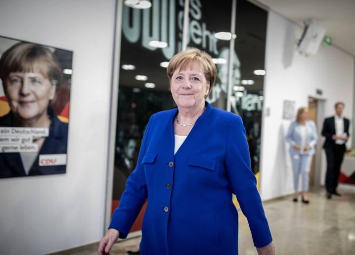 02.07.2018, Berlin: Bundeskanzlerin Angela Merkel (CDU) kommt im Konrad-Adenauer-Haus zu einem Pressestatement. Die Unionsparteien haben eine Einigung im Asylstreit gefunden. Foto: Kay Nietfeld/dpa +++ dpa-Bildfunk +++ | Verwendung weltweit