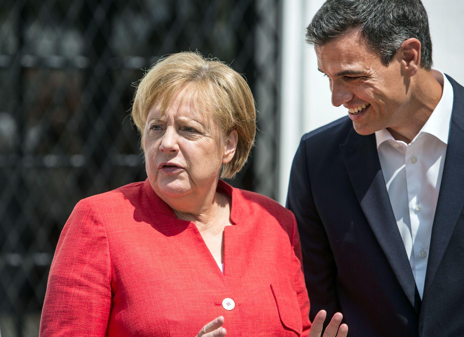 Angela Merkel in Spanien dpa
