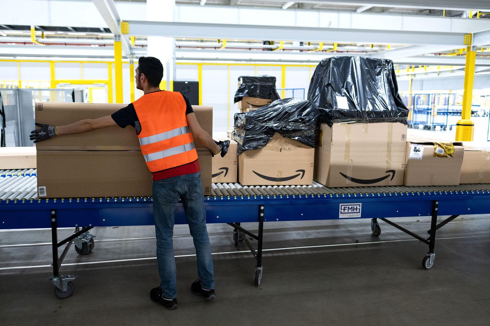 Er????ffnung eines neuen Amazon Sortierzentrums