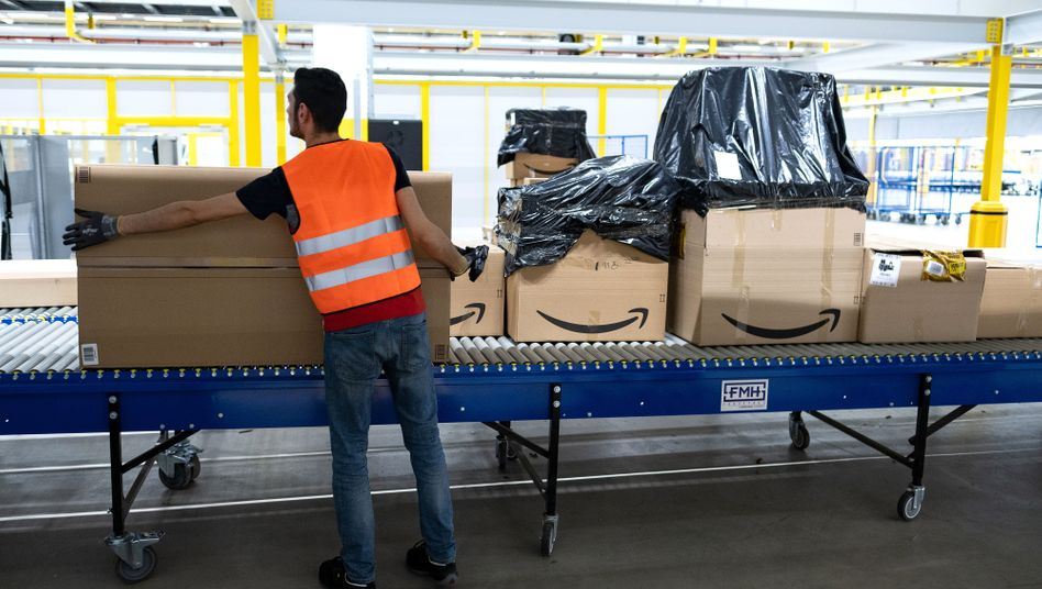Amazon-Sortierzentrum in Garbsen (Archivbild): Gespr??che mit einem guten halben Dutzend Mitarbeitern und Mitarbeiterinnen