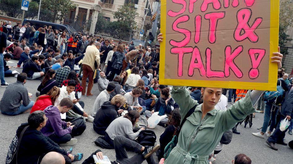 Eine Stunde Vorlaufzeit: Demonstranten beim Besuch von Pedro Sánchez in Barcelona