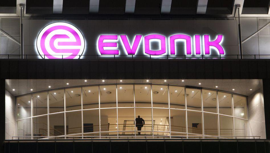 Zentrale des Evonik-Chemiekonzerns: Spenden zum kritischen Zeitpunkt?