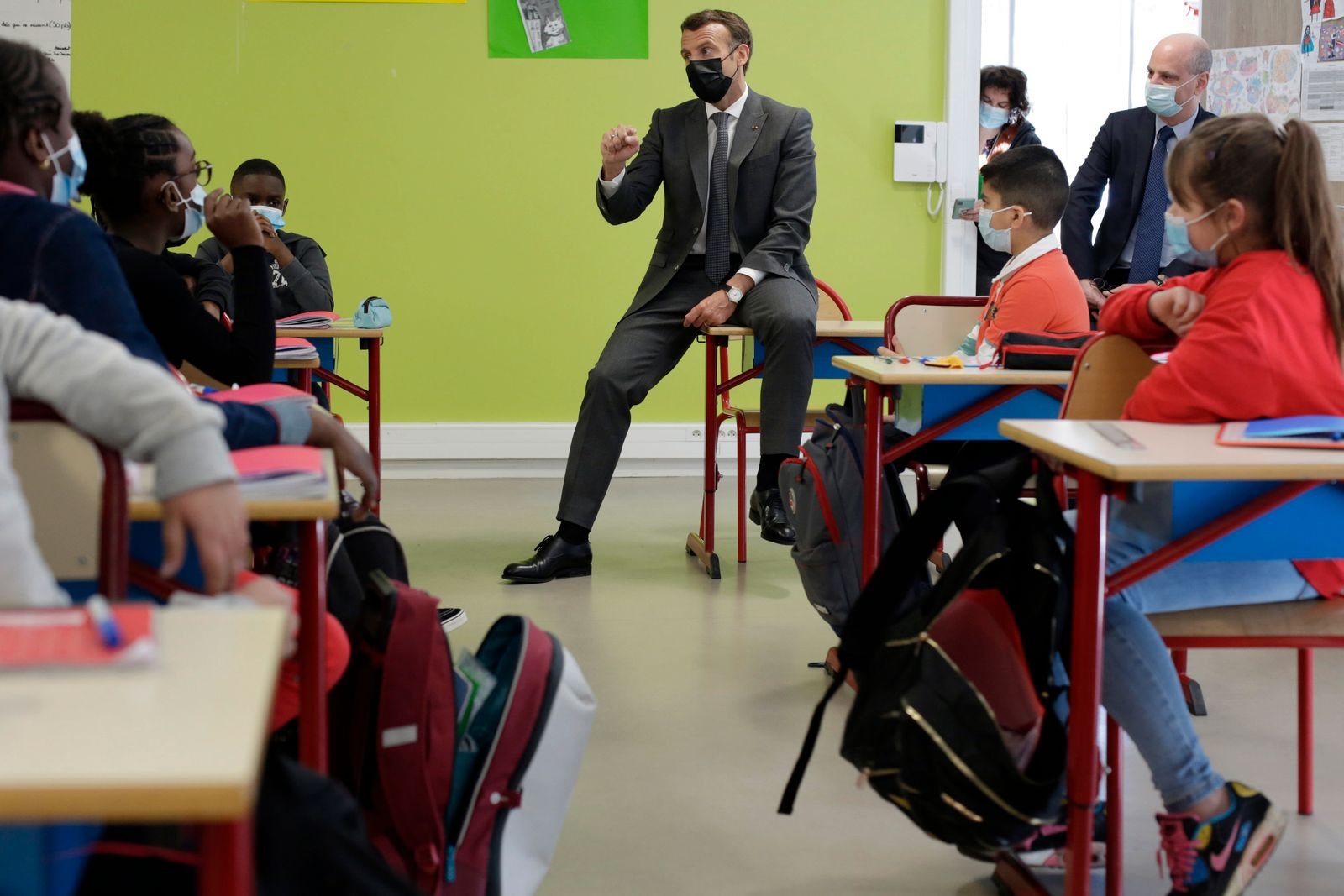 Frankreichs Präsident Macron besucht Grundschule