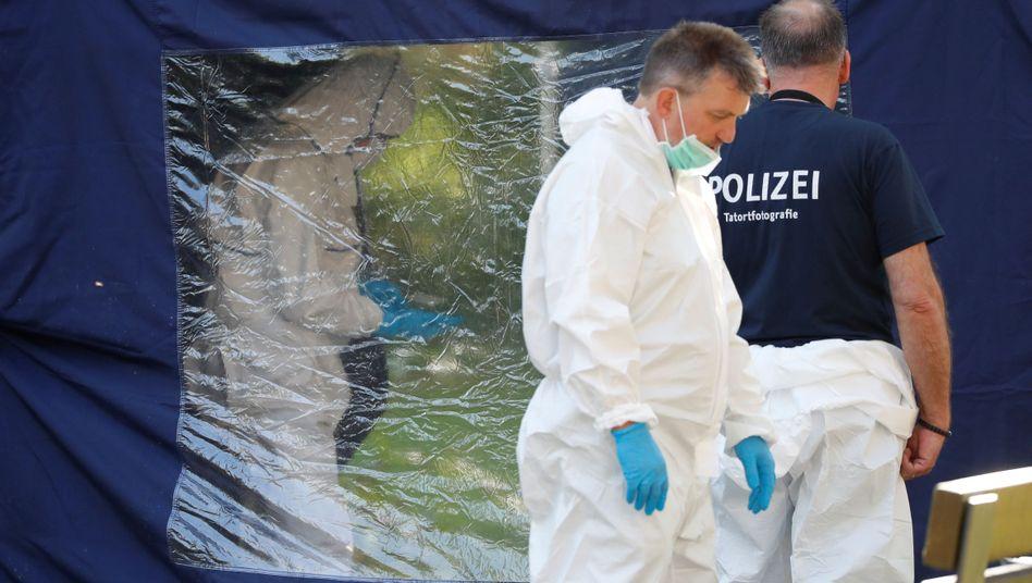 Ermittler am Tatort in Berlin-Moabit (Archivbild)