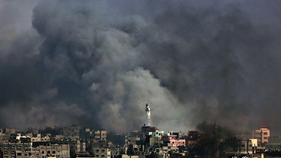Rauchwolken über Gaza: Immer wieder greift Israel Ziele in der Stadt an