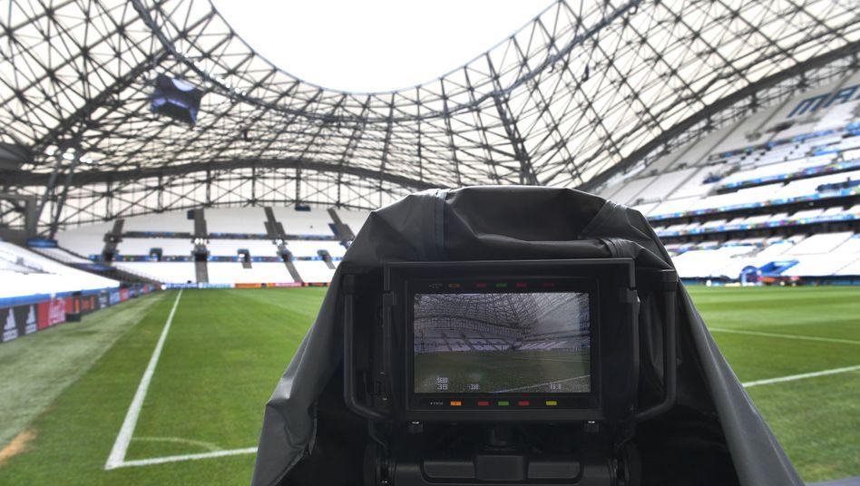 TV-Kamera im Stadion
