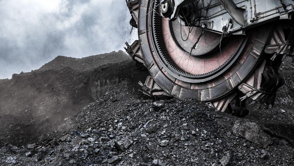 """Schaufelradbagger in einer Kohlemine: """"Der Kohleausstieg müsste spätestens 2030 kommen und nicht erst 2038"""""""