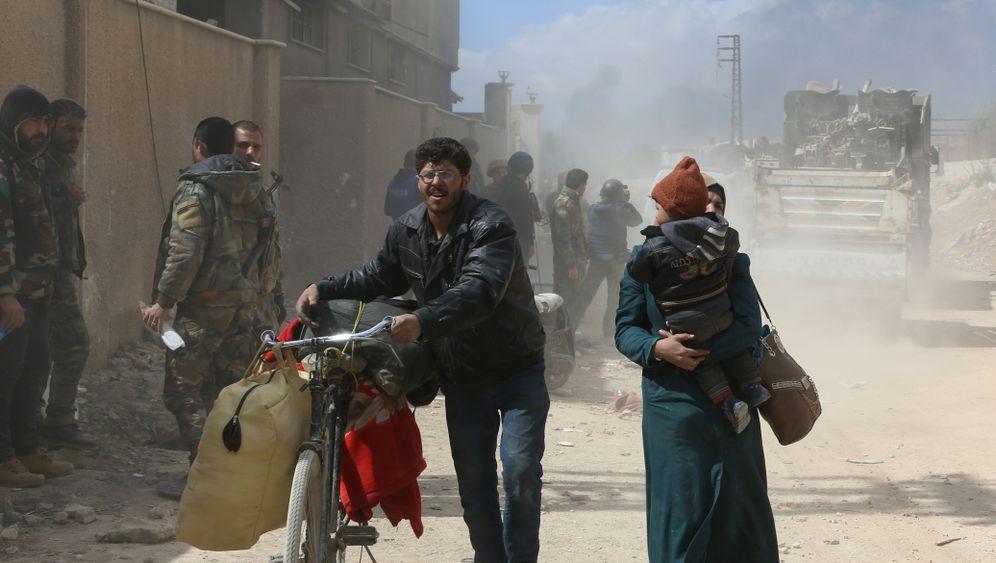 Afrin und Ost-Ghuta: Tausende Syrer fliehen vor Gewalt