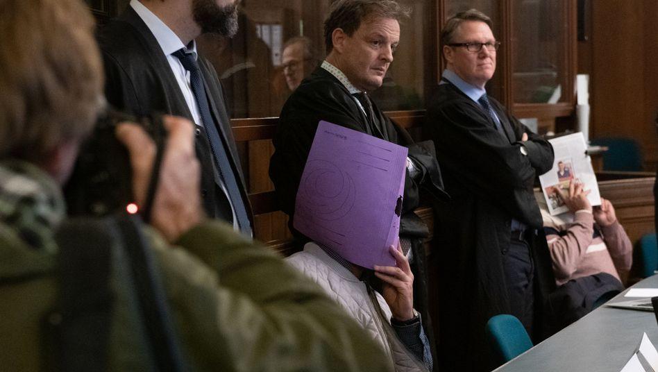 Angeklagte mit Verteidigern vor Gericht (Januar 2019): In einigen Wochen könnte das Urteil fallen