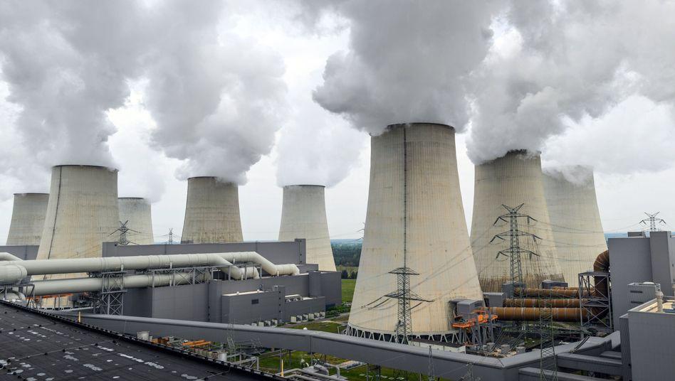 DPA Kühltürme eines Braunkohlekraftwerks in Brandenburg