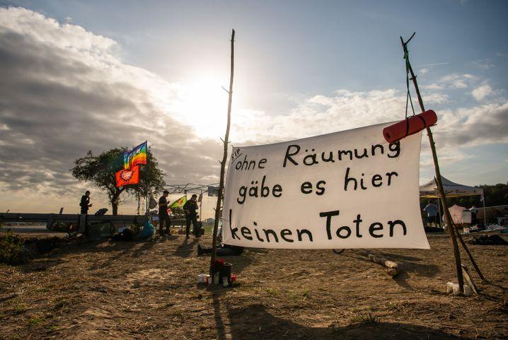 Protestplakat am 20. September, einen Tag nach Steffen Meyns Tod