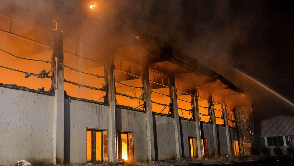 Brennende Flüchtlingsunterkunft in Nauen (Brandenburg): Asylbewerber zunehmend gefährdet