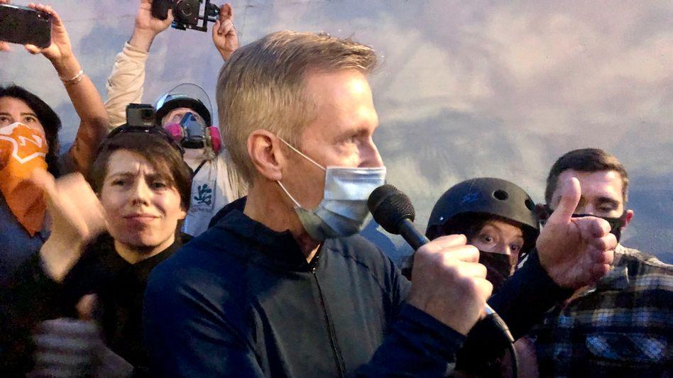 Portlands Bürgermeister Ted Wheeler am Mittwochabend bei einer Demonstration