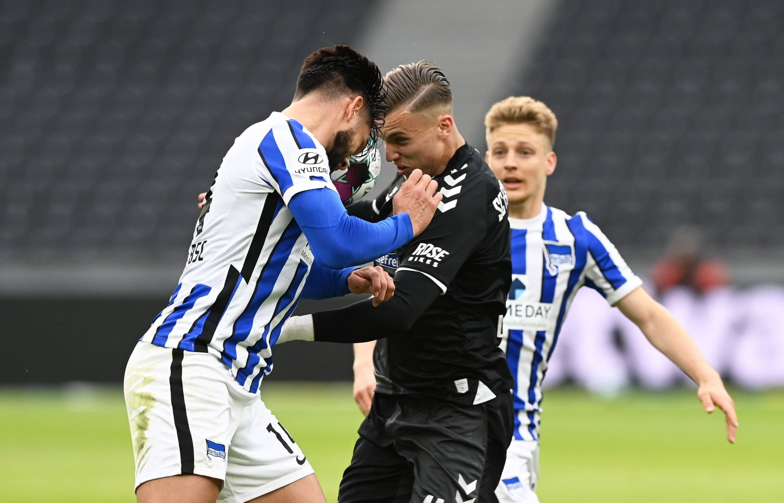 Fussball, Herren, 1. Bundesliga, Saison 2020/21, (30. Spieltag, Nachholspiel), Hertha BSC - SC Freiburg, v. l. Omar Ald