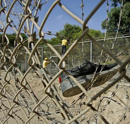 Spuren des Sturms auf Melilla vom Mittwoch: Hoffnung auf ein besseres Leben