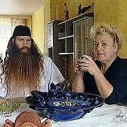 Murat Kurnaz mit seiner Mutter, kurz nach der Rückkehr aus Guantanamo im August 2006: Hätte er schon 2002 frei kommen können?