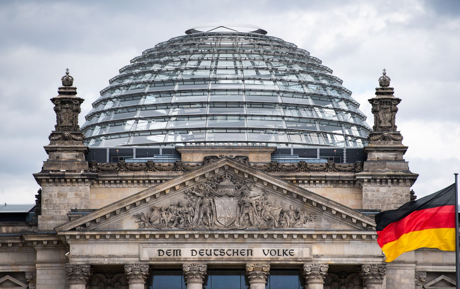 Wolken über Reichstag