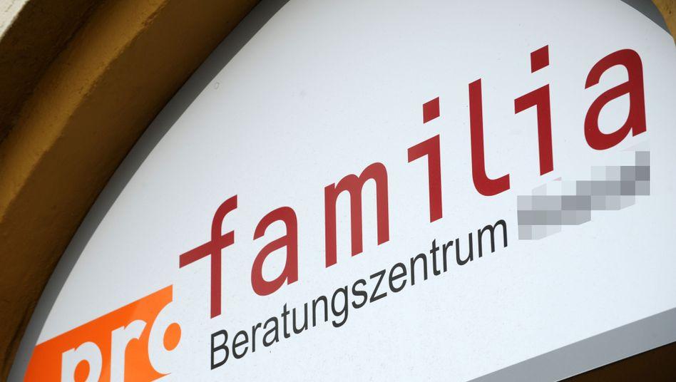 """Eingang zu Pro-Familia-Beratungsstelle (Archiv): """"Einigermaßen unbegreiflich"""""""