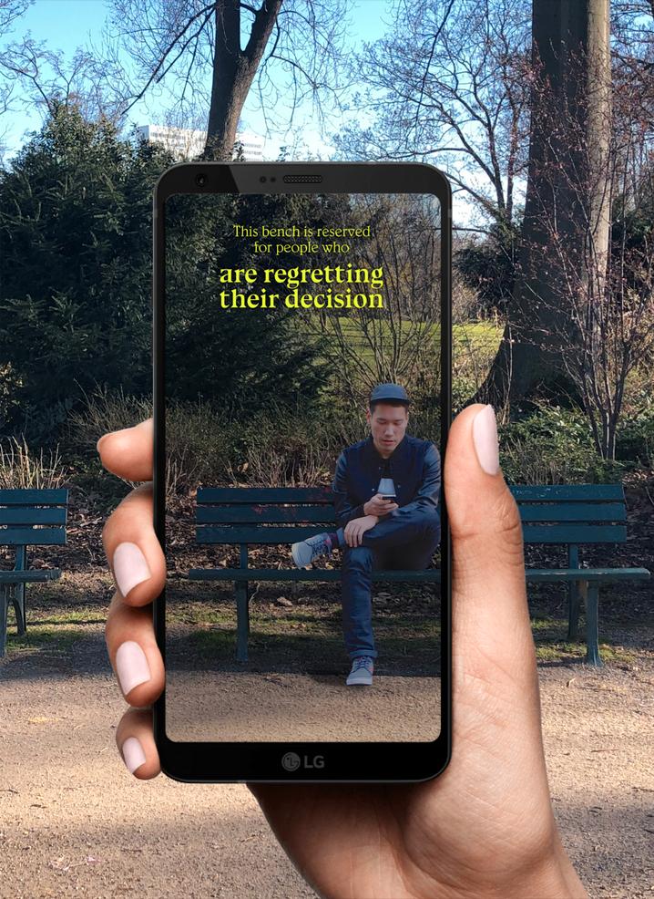 Lauren Lee Mc Carthy möchte mit der App Menschen auf Parkbänke einladen