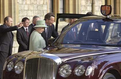 Ihr neuer Dienstwagen beeindruckt die Queen durchaus