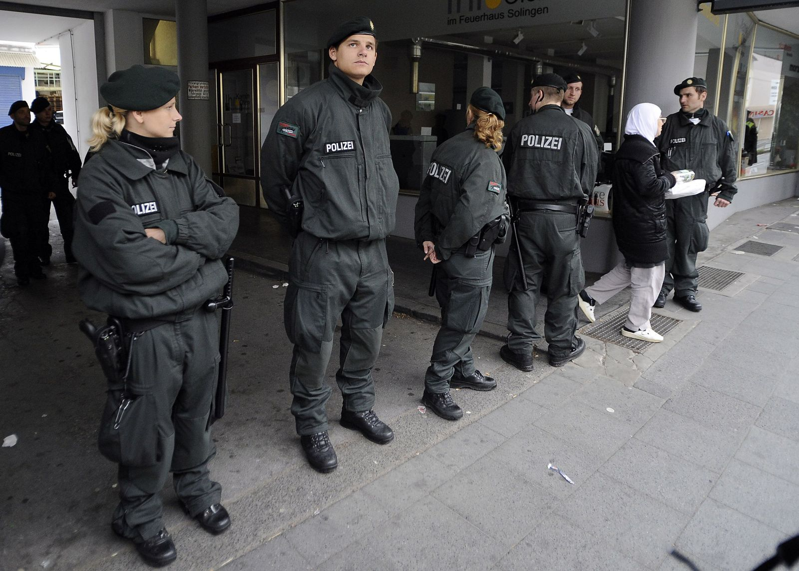 Police raids Salafists
