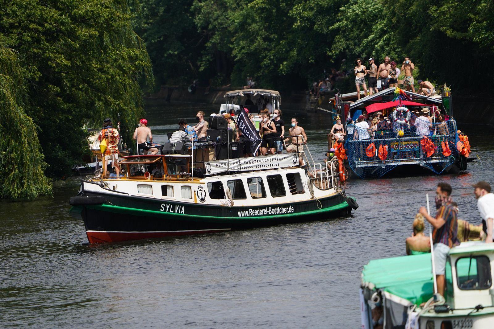 Protest mit Booten gegen Tanzverbot