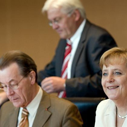 Müntefering, Steinmeier, Merkel auf Kabinettssitzung: Sofortmaßnahme gegen Fachkräftemangel