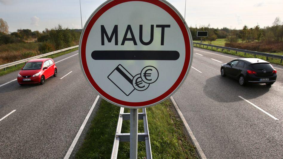 Maut-Schild am Warnowtunnel in Rostock (Mecklenburg-Vorpommern)