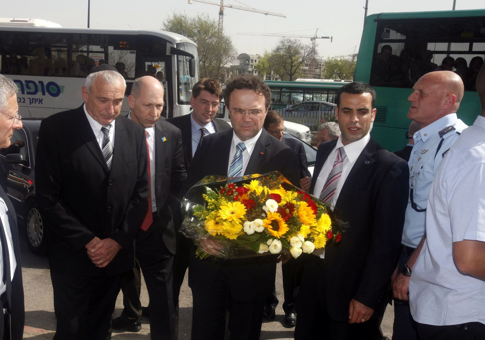 German Interior Minister lays wreath a bus bombing site in Jerusa