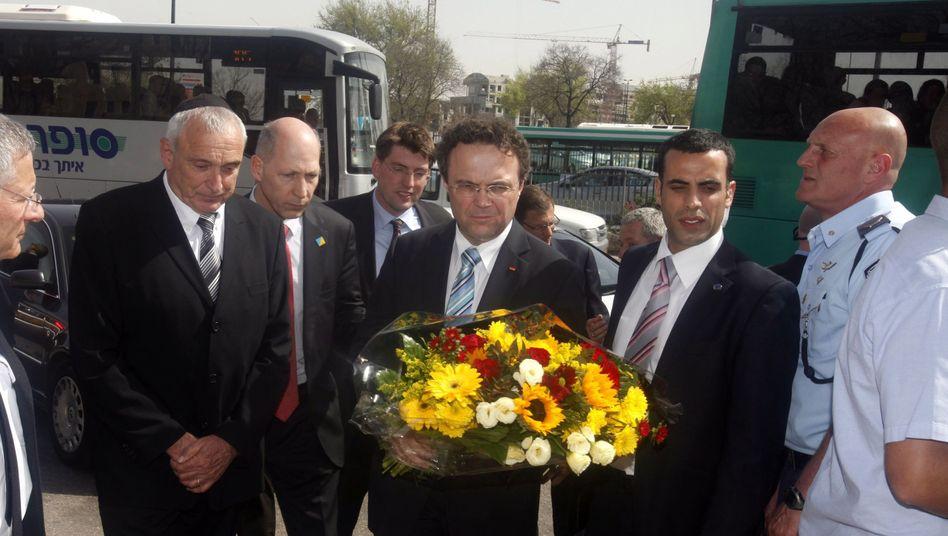 Friedrich am Busbahnhof in Jerusalem, wo vergangene Woche ein Anschlag verübt wurde