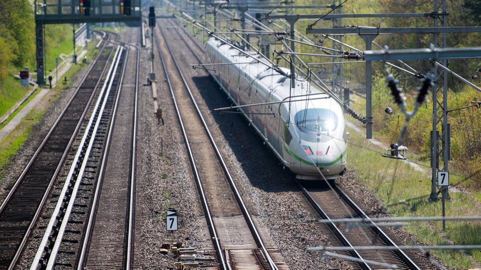 ICE der Deutschen Bahn: Der Ausbau geht der Opposition zu langsam