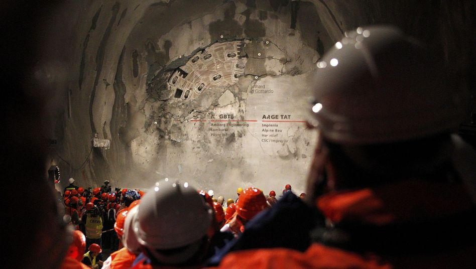 Rekordröhre: Schweizer feiern neuen Gotthard-Tunnel
