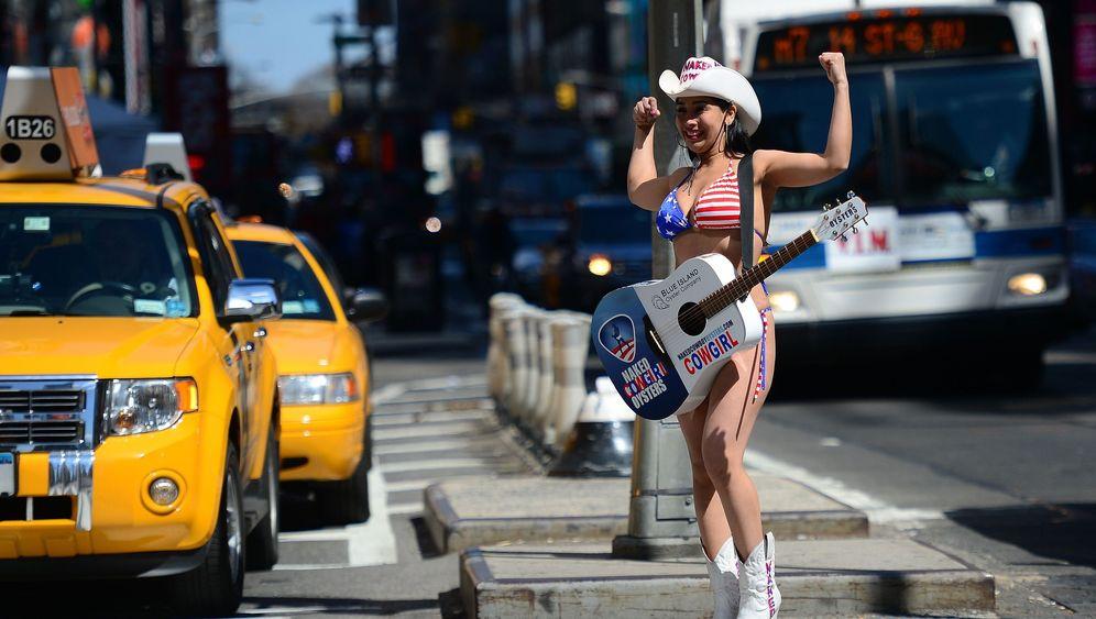 Naked Cowgirls: Entertainment in Manhattan